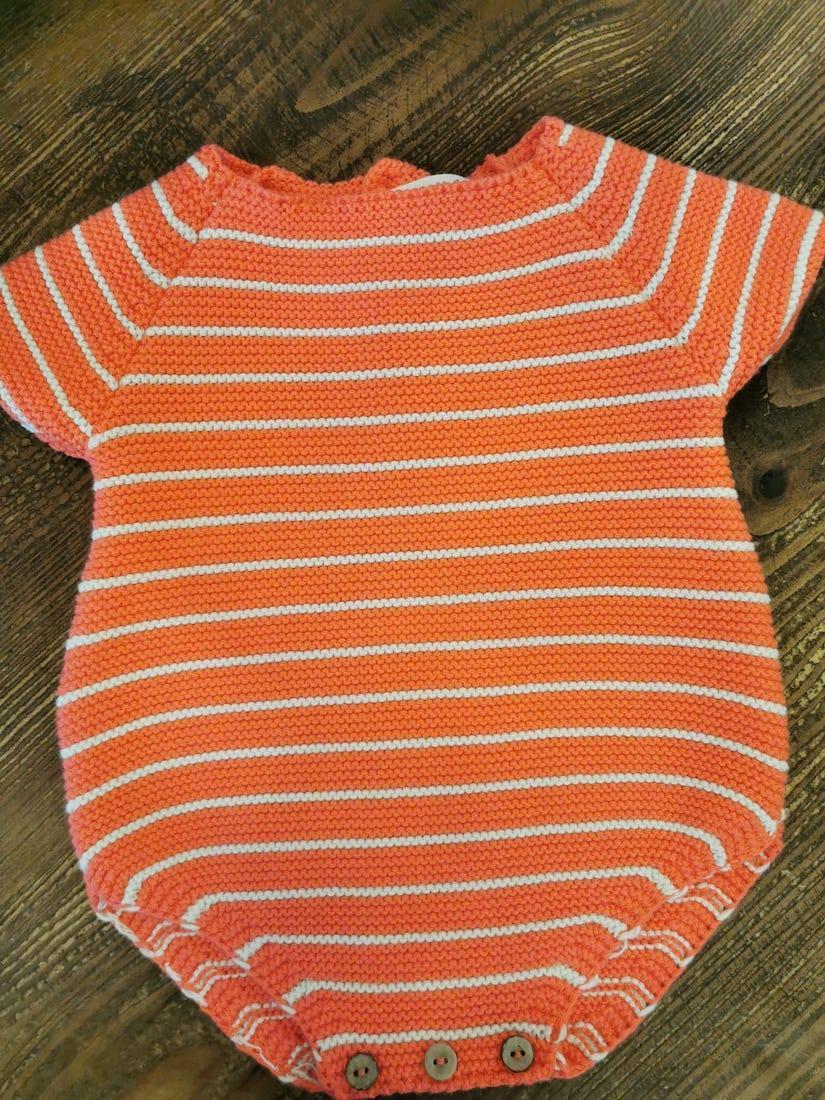 Pelele para bebé de punto color Coral de Mia y Lia
