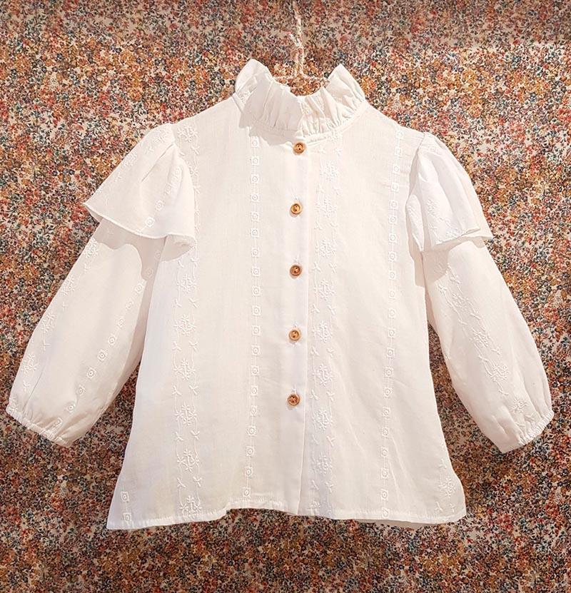Blusa blanco bordada de Mia y Lia