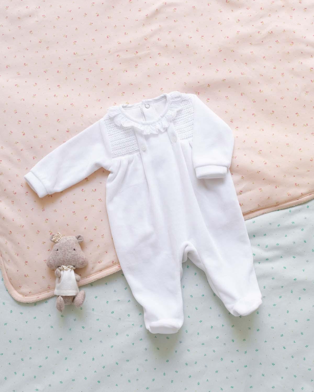 Pijama de bebé Snow Velvet en Color Blanco de Mi Canesú