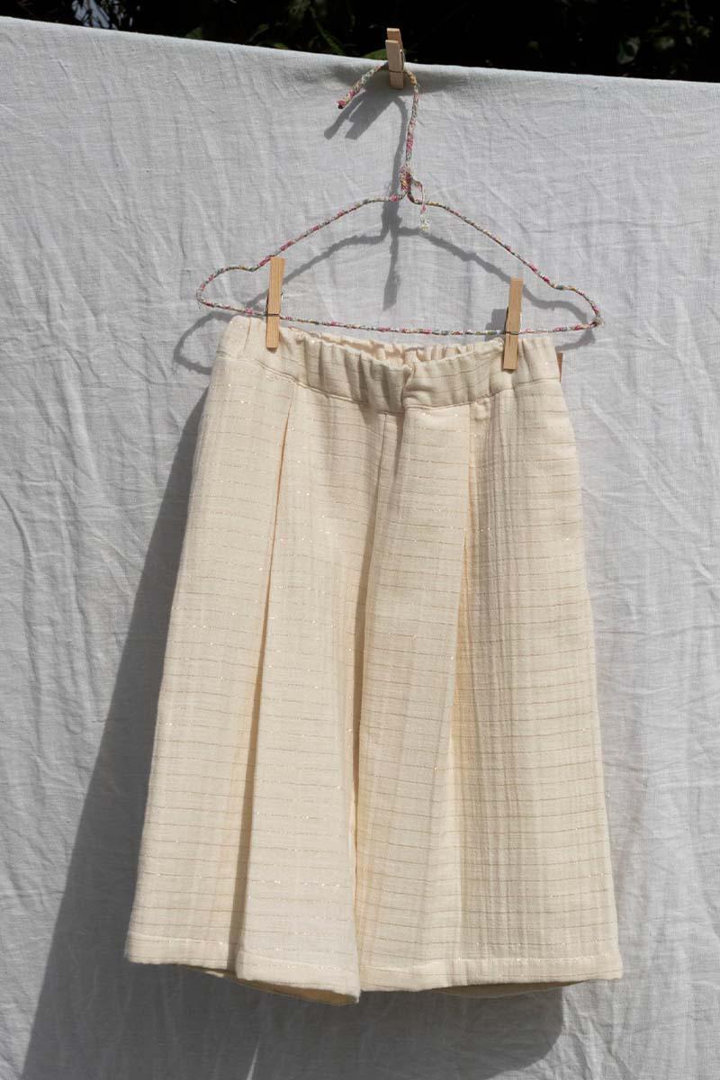 Pantalón Capri color crudo de Mia y Lia