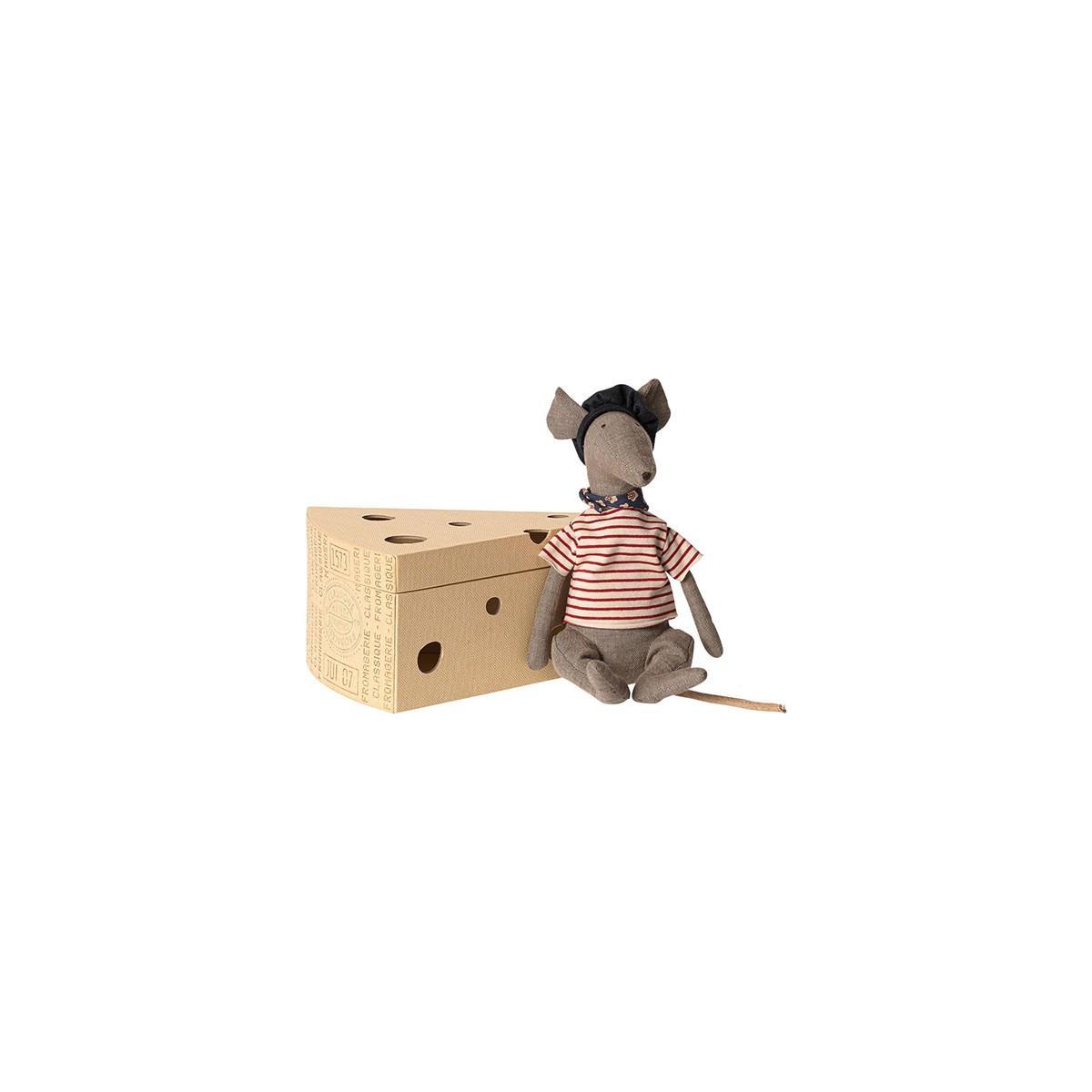 Rata en caja de queso de la marca Maileg
