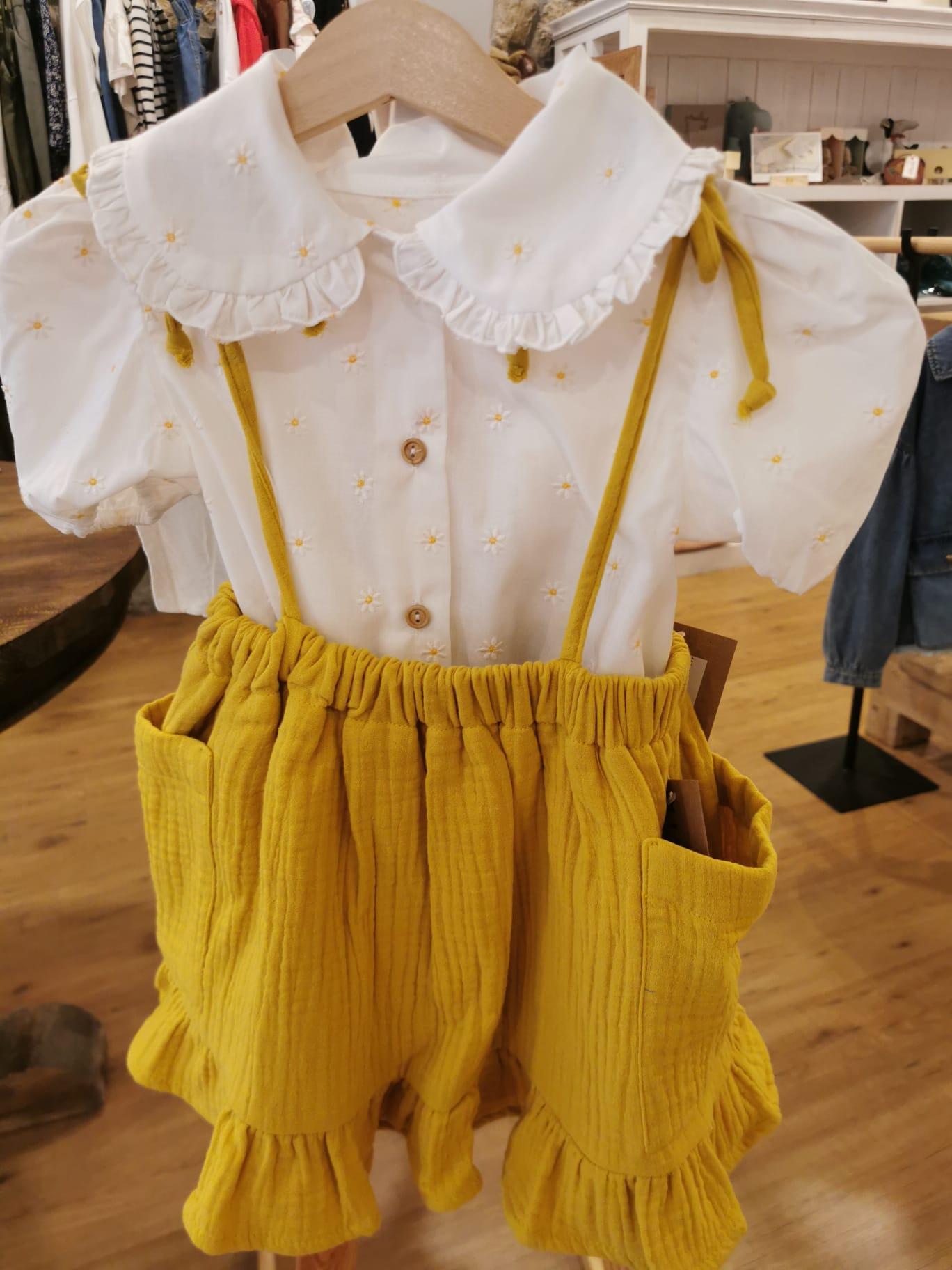 Falda en color mostaza de Mia y Lia