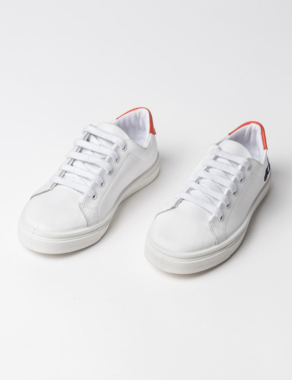 Zapatilla de piel en color blanco de la marca Scotta
