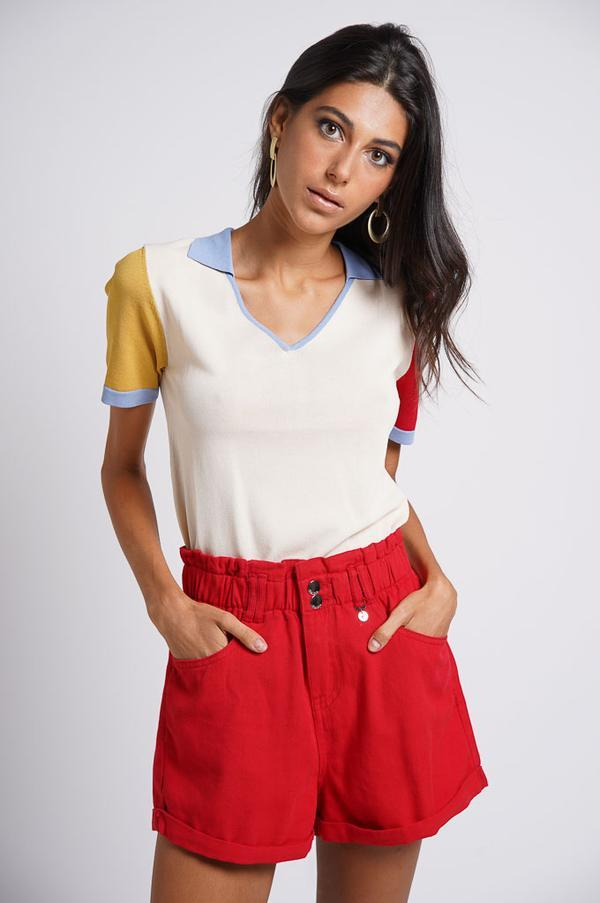 pantalón corto rojo con cintura tipo canguro
