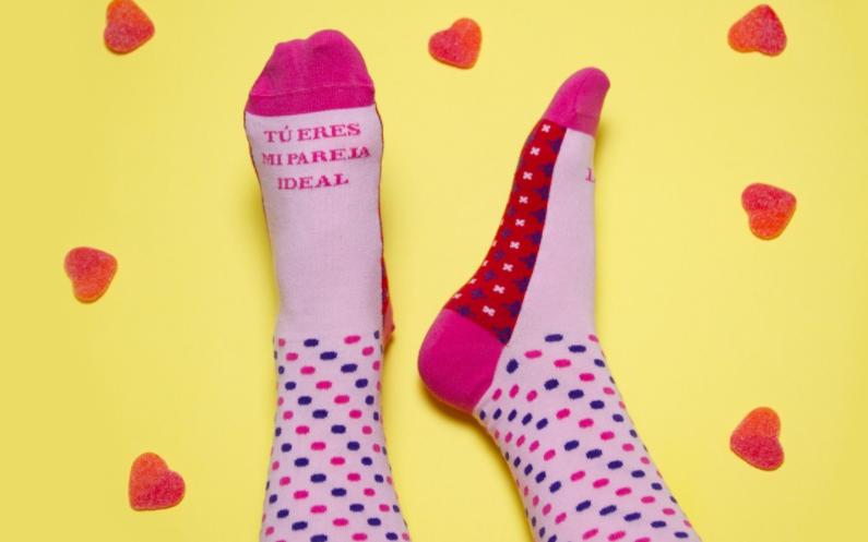 calcetines para mujer, vienen guardados en un brick de zumo