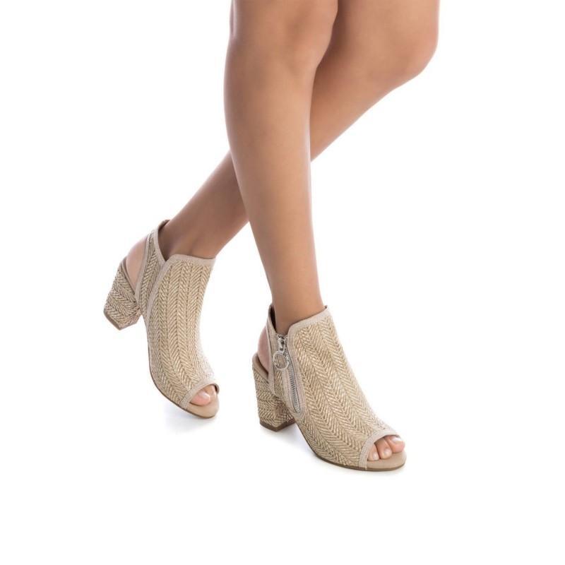 Zapato de rafia y cierre de cremallera