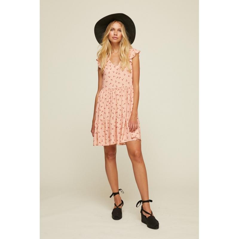 vestido corto rosa con estampado de cerezas y volantes en el hombro