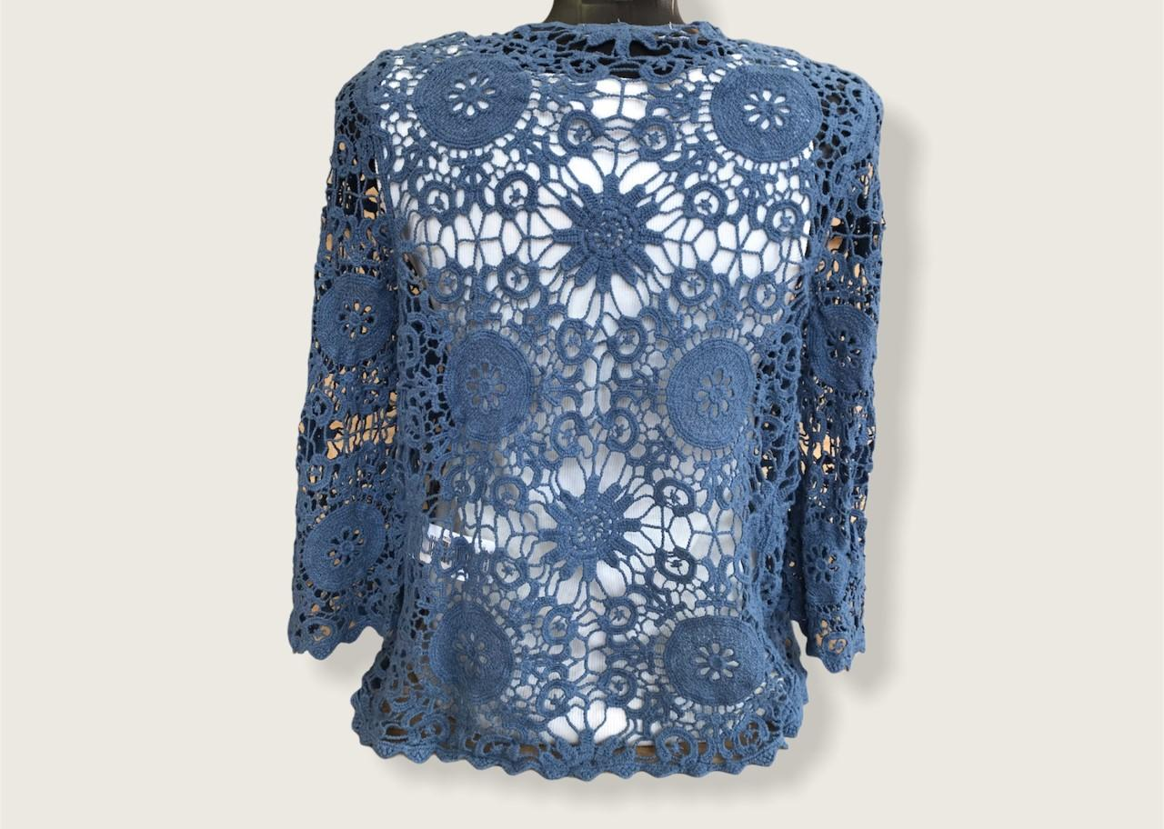 chaqueta de  manga crochet azul