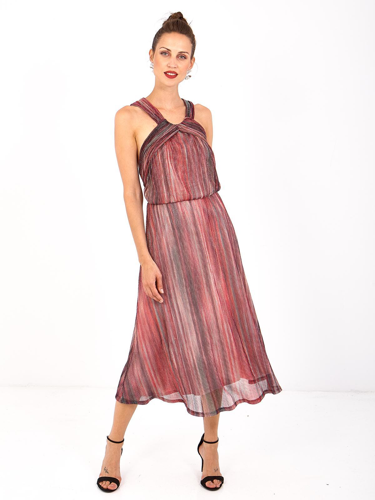 vestido midi plisado con escote cruzado en la espalda