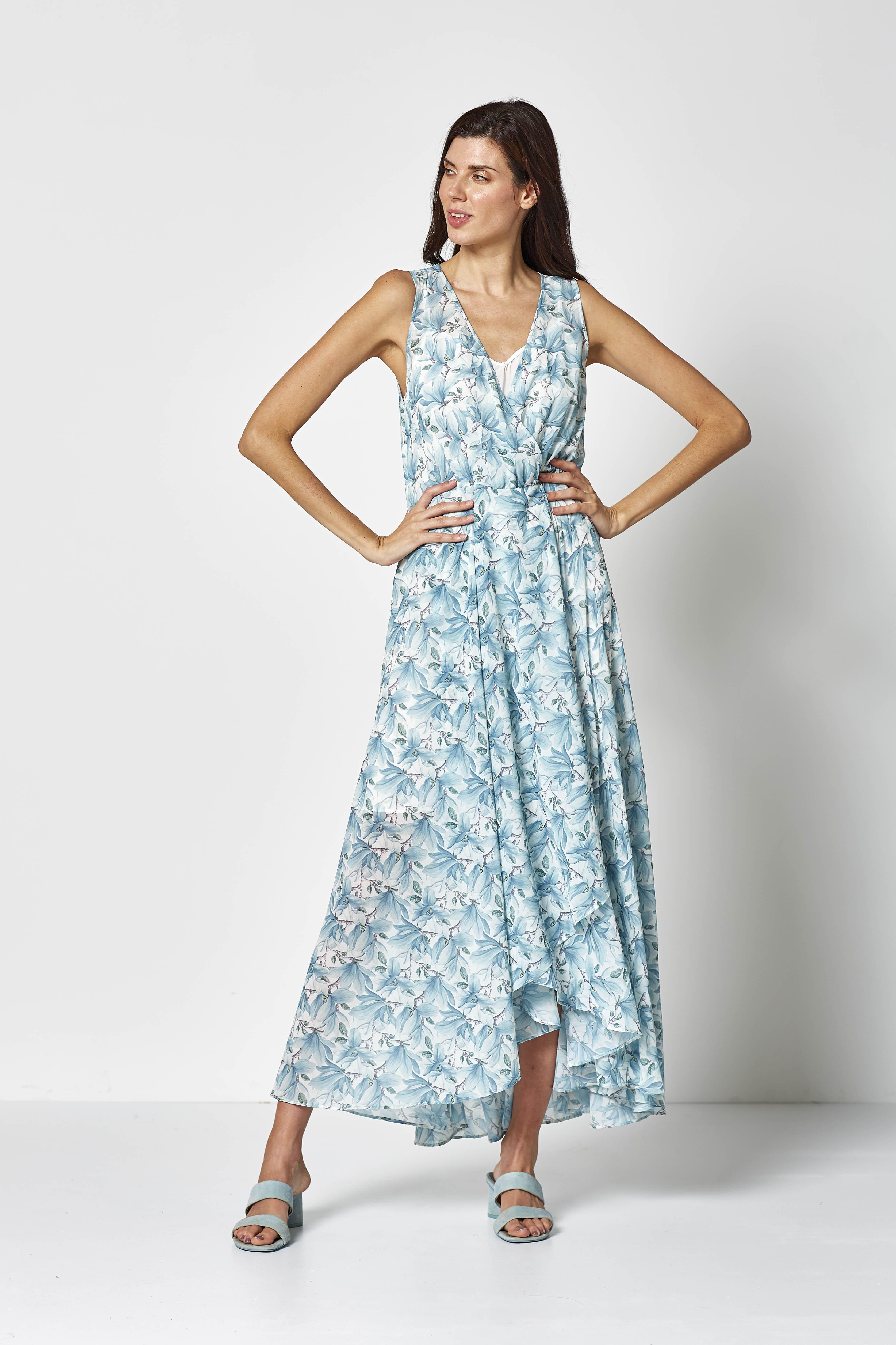 vestido largo de tirantes con estampado de hojas