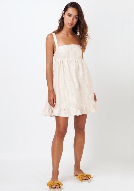 vestido corto con rayas de colores y tirantes anchos