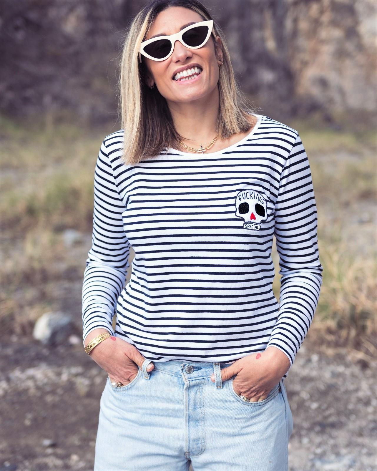 Camiseta de rayas estilo marinero manga larga con bordado en el pecho.